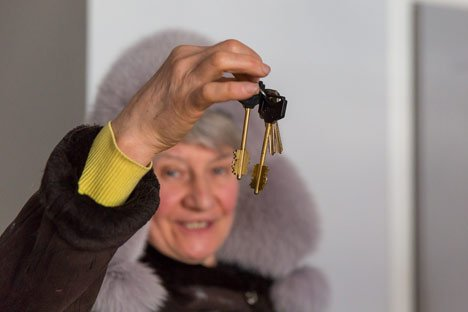 Первая семья жителей микрорайона Мыс Астафьева в Находке получила ключи от новой квартиры