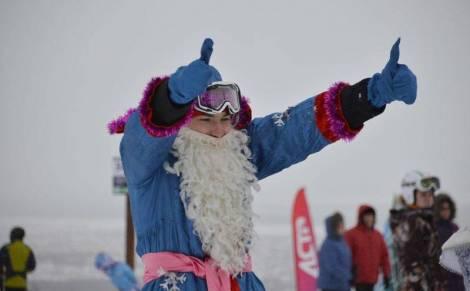 На лучшем горнолыжном курорте Дальнего Востока десятки Дедов Морозов открыли декаду спорта
