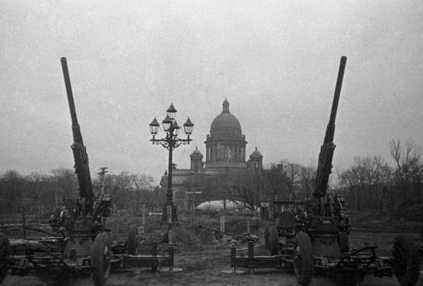 «Зенитчики на страже Ленинградского неба». Октябрь 1941. Фото – Д. М. Трахтенберга