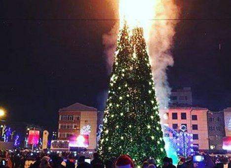 В Южно-Сахалинске под музыку и шутки сгорела главная елка области