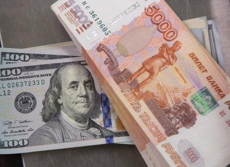 На рубль сегодня давят все, кому ни лень