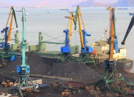 Порт Владивосток закончит с перевалкой угля