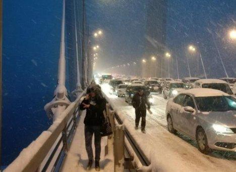 Во Владивостоке нашли выход из транспортных заторов