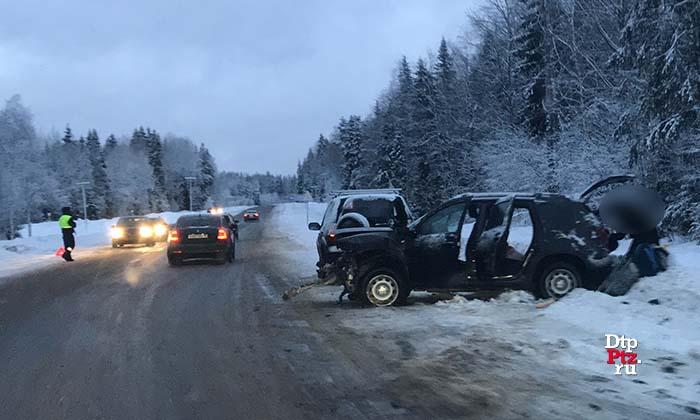 Три человека попали в больницу после ДТП на трассе в Карелии