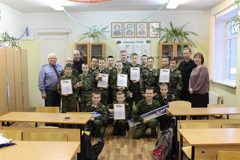 СОБР Росгвардии подарил кадетам Петрозаводска пневматические винтовки