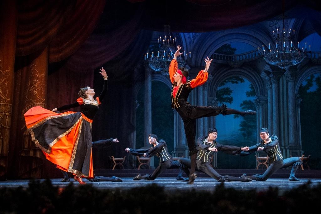 Ночным концертом отметит Старый Новый год Музыкальный театр Карелии