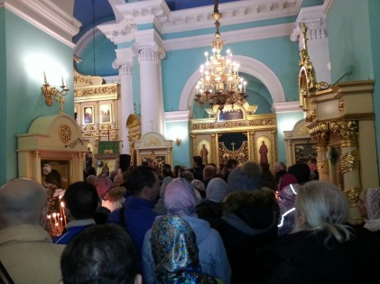 Православные верующие Петрозаводска празднуют Рождество Христово