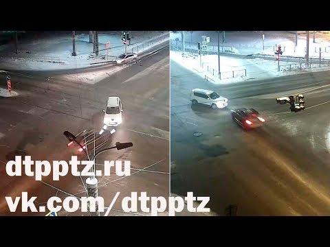 Лобовое ДТП произошло возле Гоголевского моста в Петрозаводске
