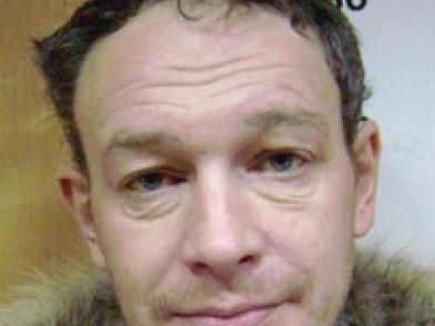 Полиция Петрозаводска ищет подозреваемого в кражах мужчину
