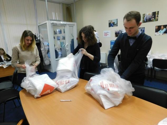 Волонтерам избирательного штаба Владимира Путина вручили экипировку