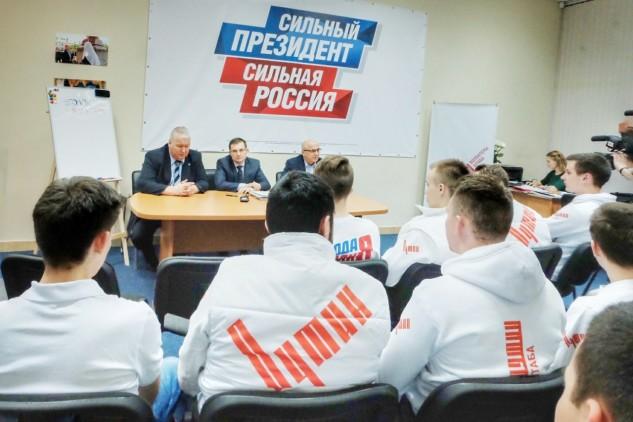 Член совета федерации встретился с волонтерами Путина в Петрозаводске