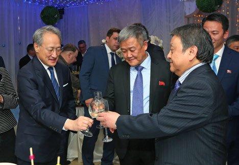 Валентин Пак собрал друзей на Восточный Новый год