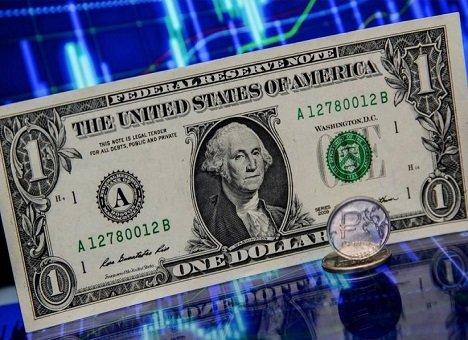 Доллар не падал так низко уже три года