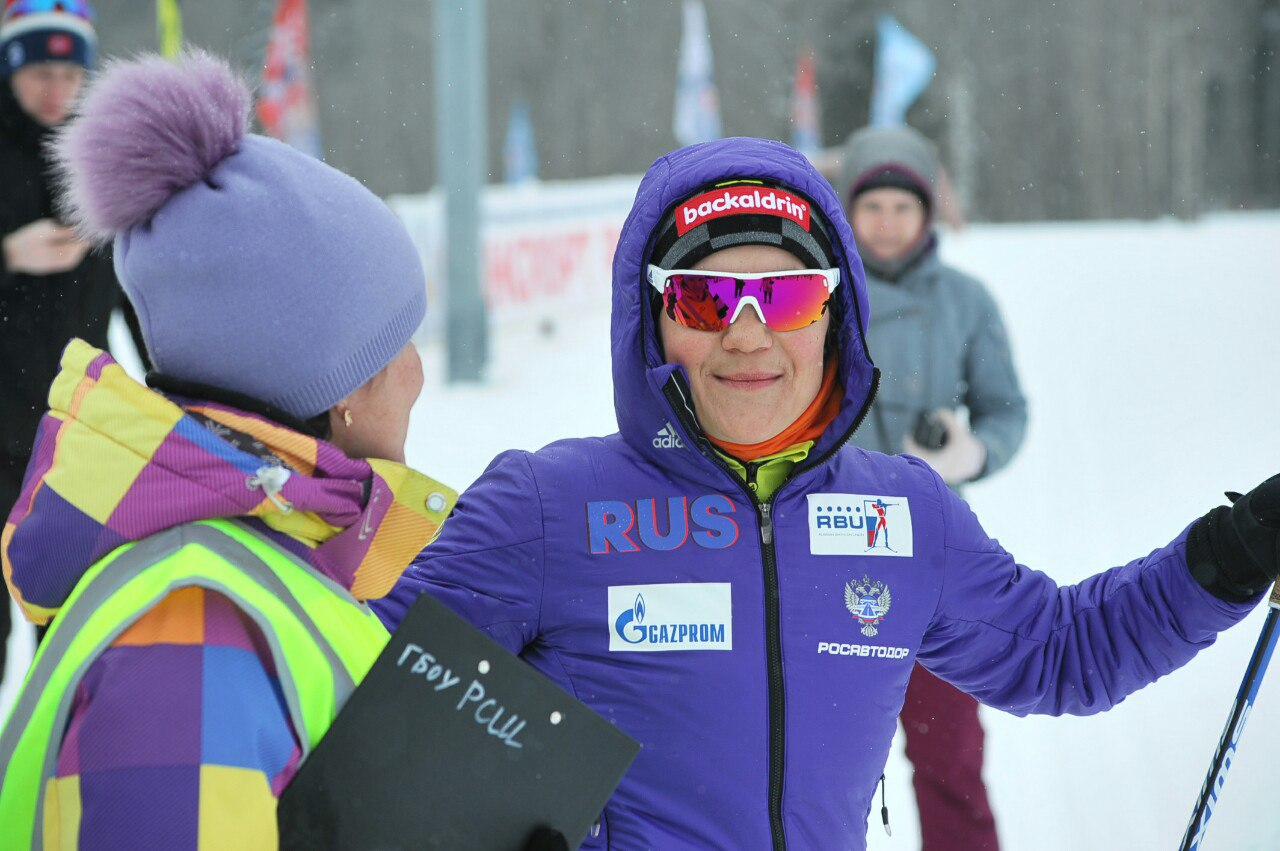 Чемпионка мира по биатлону пробежала 10 километров на лыжах в Петрозаводске