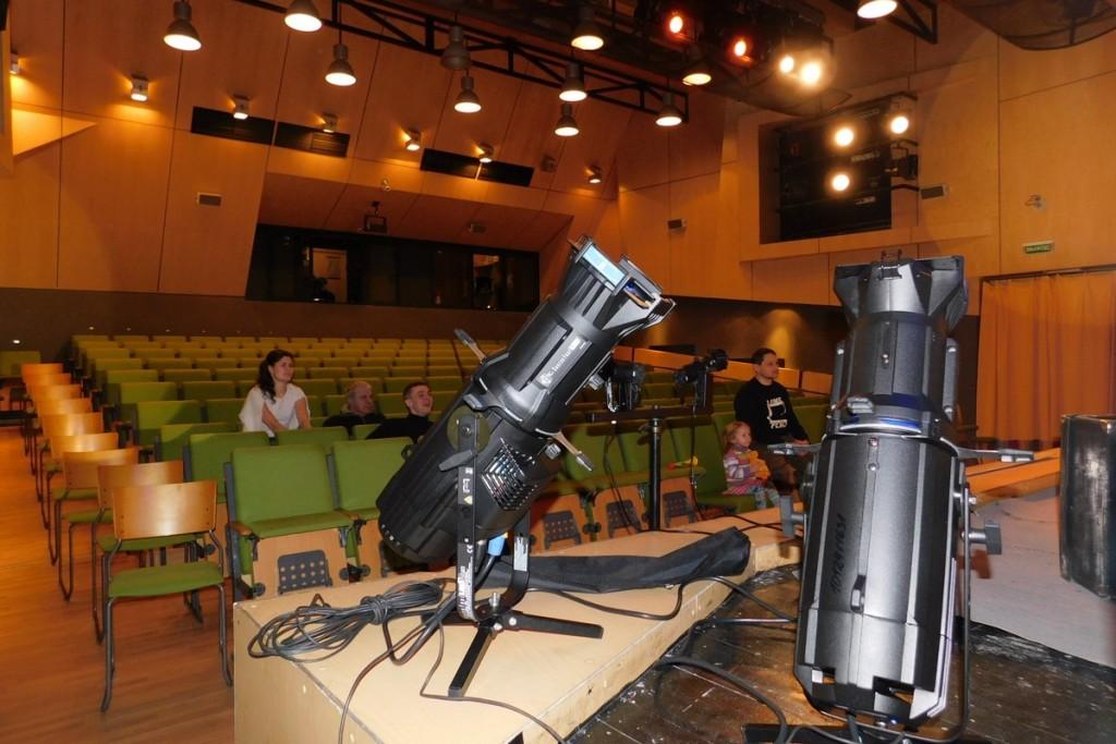 Новое световое оборудование на миллион рублей появился в Театре кукол Карелии
