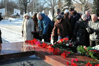 Возложением цветов к «Вечному огню» отметили День защитника Отечества в Петрозаводске