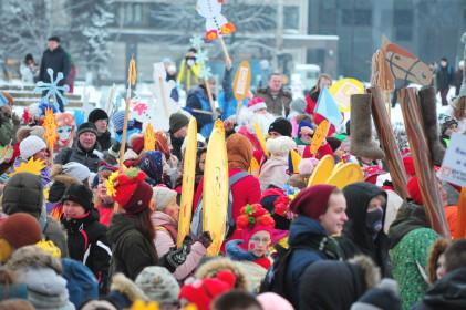 Ректор ПетрГУ Анатолий Воронин принял участие в праздничном шествии