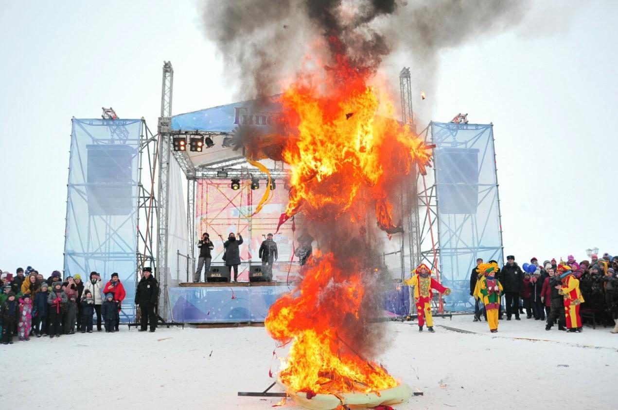 Чучело Масленицы сожгли в Петрозаводске