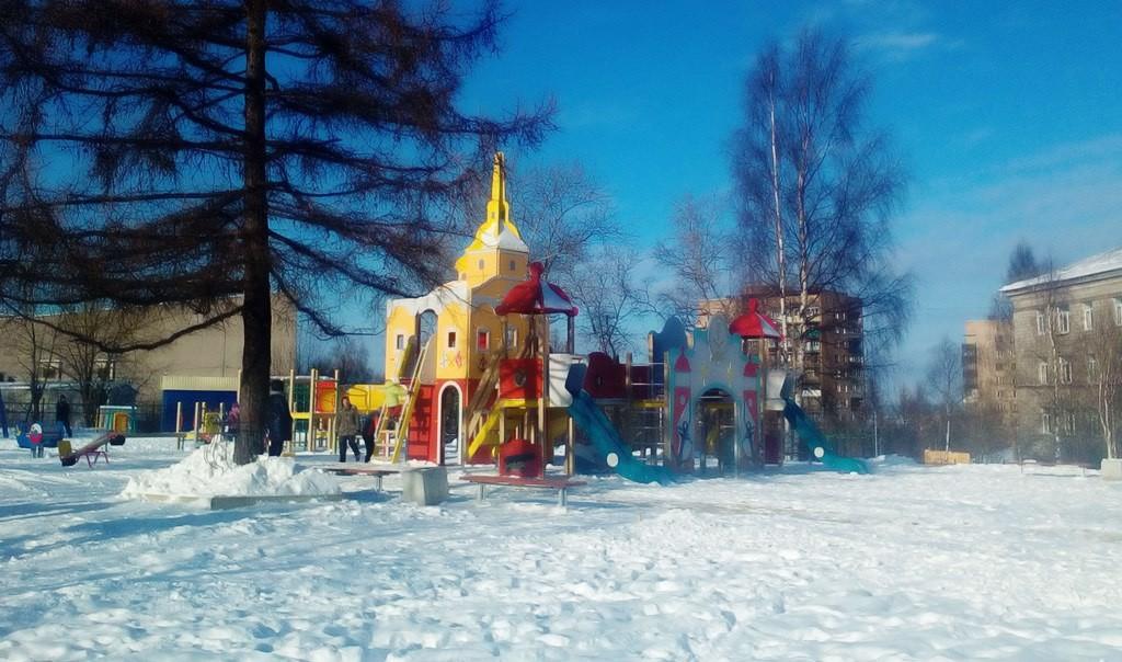 На «Водяновской» площадке в Петрозаводске установили новый детский городок
