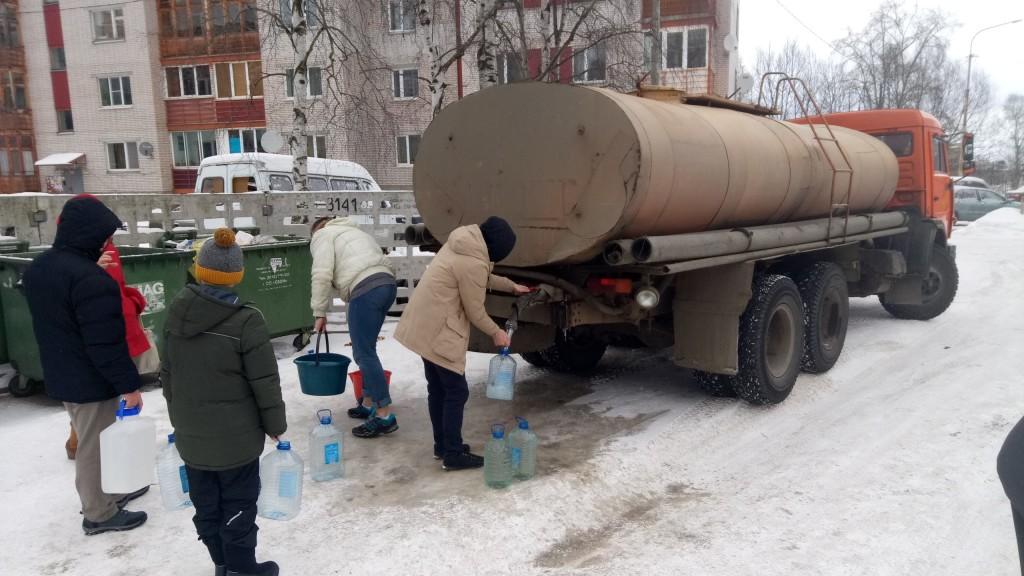 В Петрозаводске несколько домов вторые сутки стоят без воды