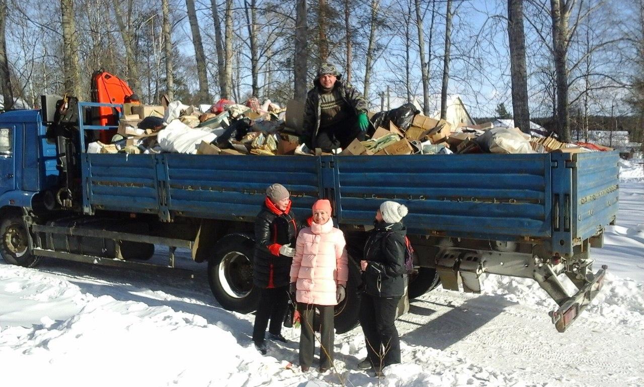 Жители Сосновца сдают макулатуру, чтобы восстановить местный ДК