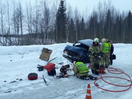 Водитель внедорожника попал в больницу после ДТП в одном из районов Карелии
