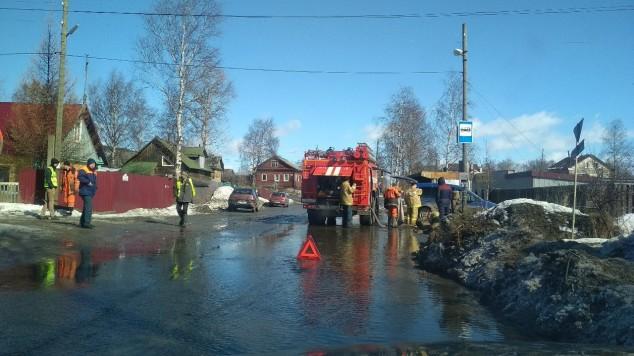 МЧС борется с лужами в Петрозаводске
