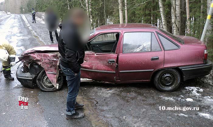 Появились фото сегодняшней аварии, в которой пострадал водитель УАЗа