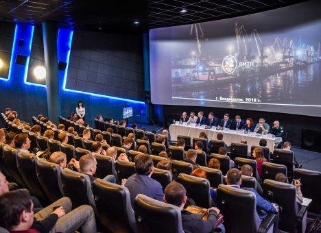 Груз выбирает порт Владивосток