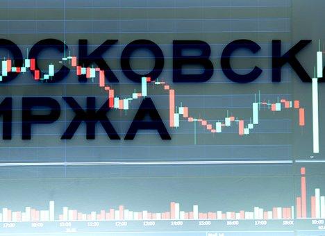Рубль и доллар разошлись по углам