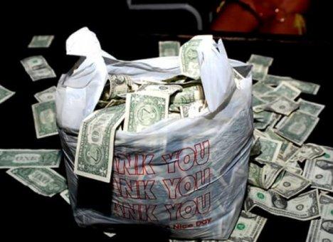 Доллары из Приморья вывозят мешками