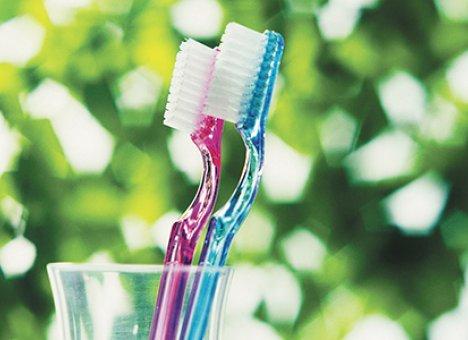 Врачи не советуют чистить зубы сразу после еды