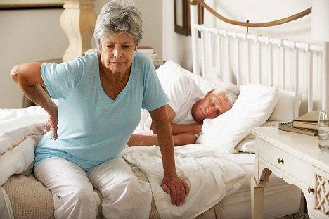 Неврологи раскрыли секрет бессонницы пожилых людей