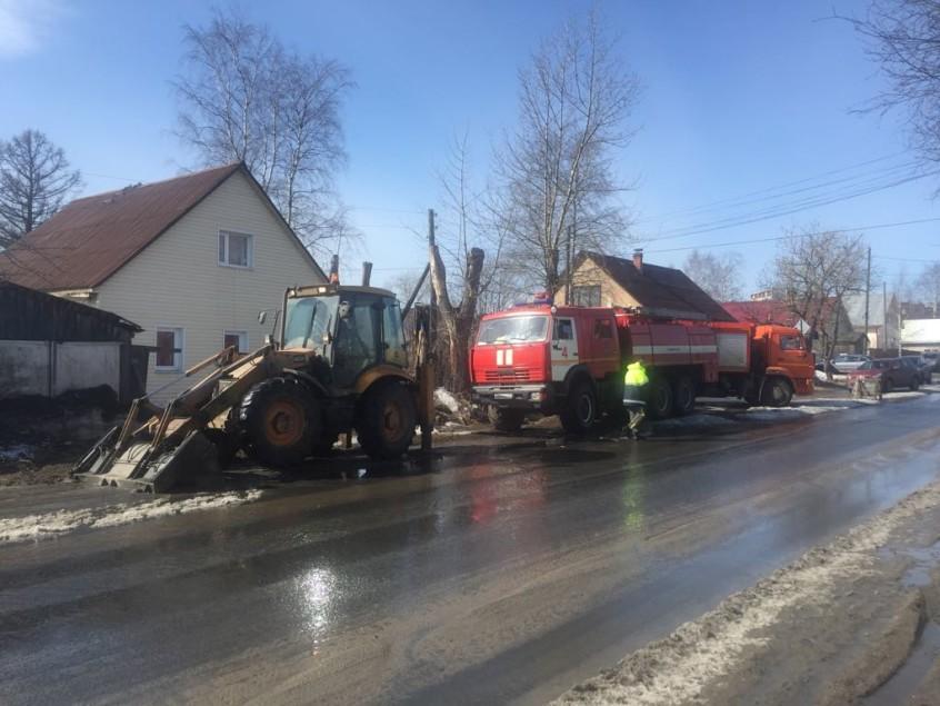 Бороться с подтоплением жилых домов продолжают в Петрозаводске