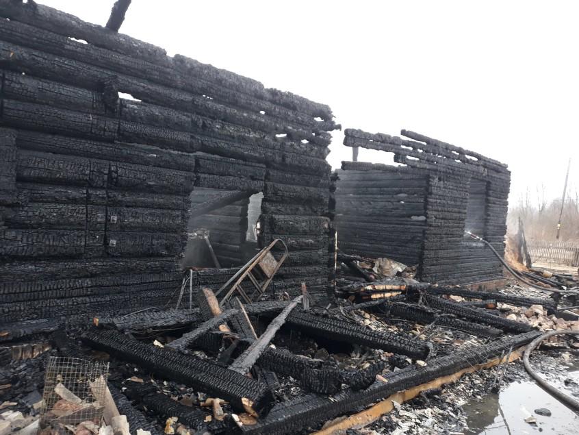 Две семьи из Олонца остались без жилья и документов после пожара