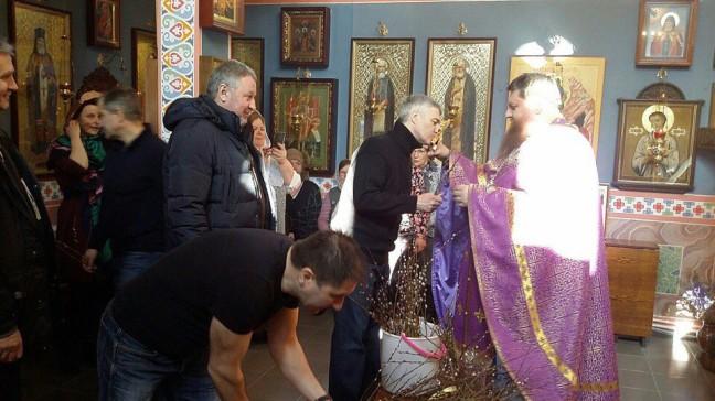 Глава Карелии посетил службу в Спасо-Преображенском храме