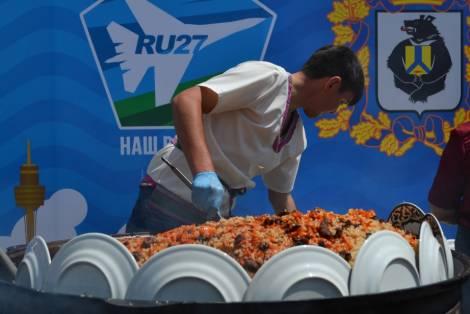 300 кг плова впервые приготовили в Хабаровске на фестивале