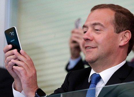 Большинство россиян не одобряет переназначение Медведева премьер-министром