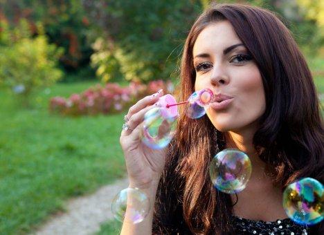 Владивостокские таможенники задержали большую партию мыльных пузырей