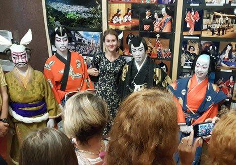 Во Владивостоке с успехом выступили актеры японского театра Кабуки