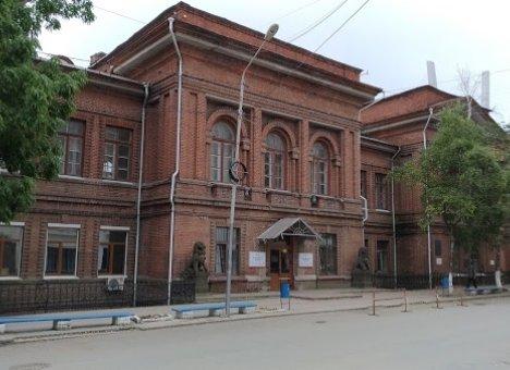 Из учебного здания ДВФУ в центре Владивостока сделают ни рыбу, ни мясо