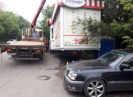 Во Владивостоке демонтировали 310 незаконных торговых объектов