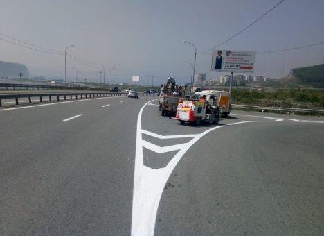 Во Владивостоке начали наносить дорожную разметку по новой технологии