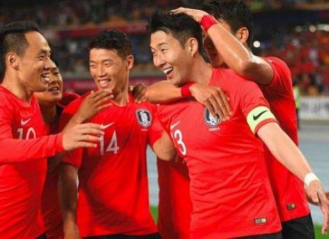 Корейских футболистов