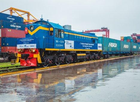 Контейнеры из Пусана выбрали удобный путь через порт Владивосток