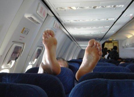 Москвич, устроивший пьяный дебош на борту самолета, арестован на два месяца