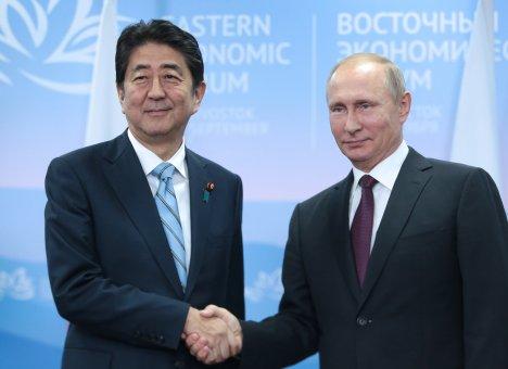 На ВЭФ Путин сделал предложение Абэ, от которого трудно отказаться