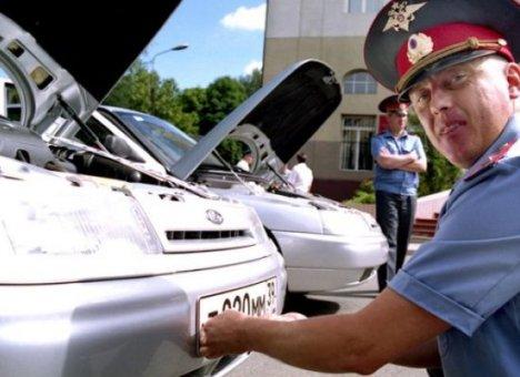 Путин запретил ГИБДД снимать с автомашин номера