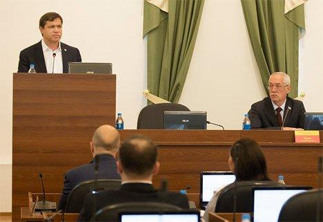Два наказа оставил Думе Владивостока Виталий Веркеенко