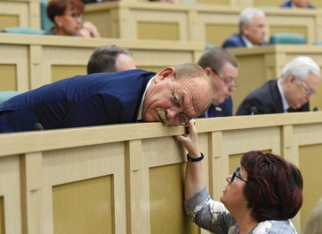 Разгребать партийные завалы в Приморье поручено женщине